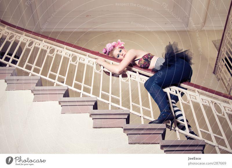 #207156 Lifestyle elegant Stil Freiheit Nachtleben ausgehen Frau Erwachsene Leben Mode Accessoire beobachten Erholung festhalten hängen träumen Coolness frech