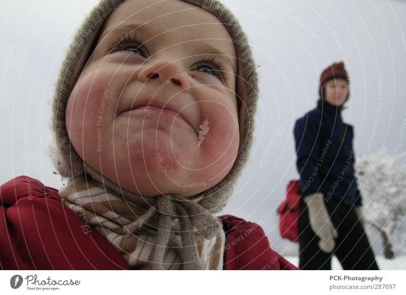 Pausbacke Mensch feminin Kleinkind Mädchen Junge Frau Jugendliche Erwachsene Mutter 1-3 Jahre gehen Lächeln lachen Blick stehen leuchten Baby Winter wandern