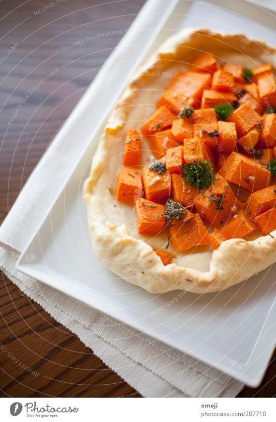 Kürbiskuchen Gemüse Teigwaren Backwaren Kuchen Ernährung Bioprodukte Vegetarische Ernährung Teller lecker orange Saison Farbfoto Innenaufnahme Nahaufnahme