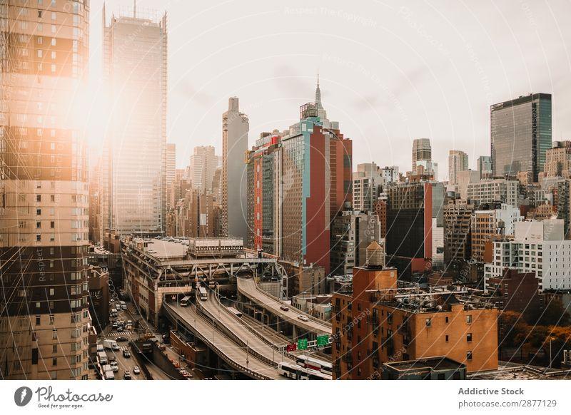 Schöner Panoramablick auf die Megapolis bei Sonneneinstrahlung Panorama (Bildformat) Hochhaus Gebäude New York State Großstadt Sonnenlicht USA amerika