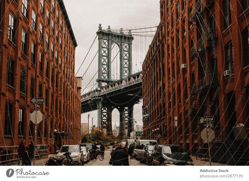 Straße mit roten Gebäuden und Brücke Skyline New York State alt Panorama (Bildformat) Großstadt amerika USA Architektur Stadt Aussicht Landschaft ruhig
