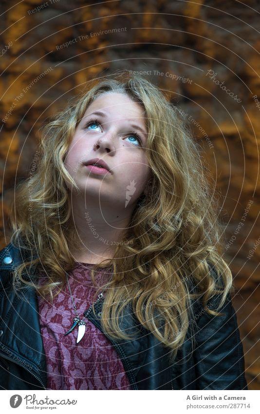 hmmm ....hmmm und hmmmm Mensch feminin Junge Frau Jugendliche Haare & Frisuren 1 13-18 Jahre Kind Blick blond trendy schön einzigartig Farbfoto Außenaufnahme