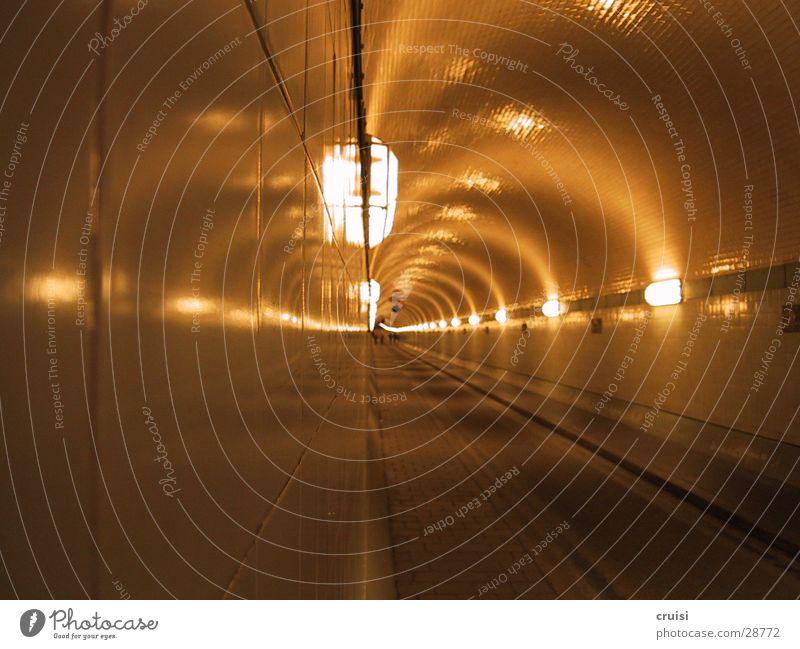 An der Wand dunkel Verkehr Tunnel eng unterirdisch Fluchtpunkt Sankt Pauli-Elbtunnel