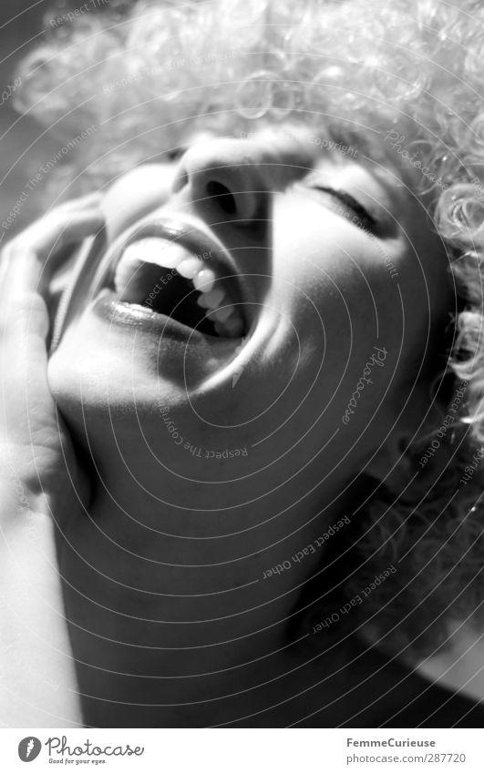 :-) elegant Freude Glück Lippenstift feminin Junge Frau Jugendliche Erwachsene Kopf Gesicht Nase Mund Zähne 1 Mensch 18-30 Jahre ästhetisch Zufriedenheit