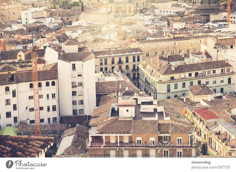 dächer des südens Granada Spanien Stadt Stadtzentrum Altstadt bevölkert Haus Gebäude Fassade Fenster Plattenbau Dach überblicken Kran Stadtleben bebauen