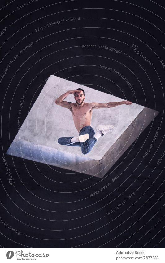 Junge Tänzerin springt auf das Dach Mann Breakdancer springen Golfloch Jugendliche Gebäude schäbig Aktion modern Stil Bewegung Coolness flippig üben Straße