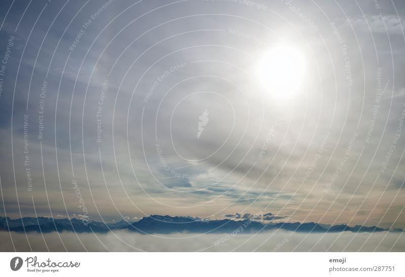 les Alpes Umwelt Natur Himmel Wolken Klima Wetter Alpen Berge u. Gebirge hell blau Wolkenfeld Hochnebel Farbfoto Außenaufnahme Menschenleer Tag Licht