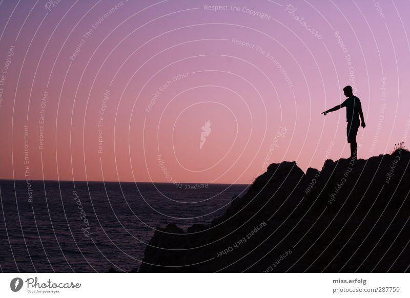 Wegweiser Mensch Natur Mann Jugendliche blau Wasser schön Hand Landschaft schwarz Erwachsene Umwelt Wärme Junger Mann Gefühle