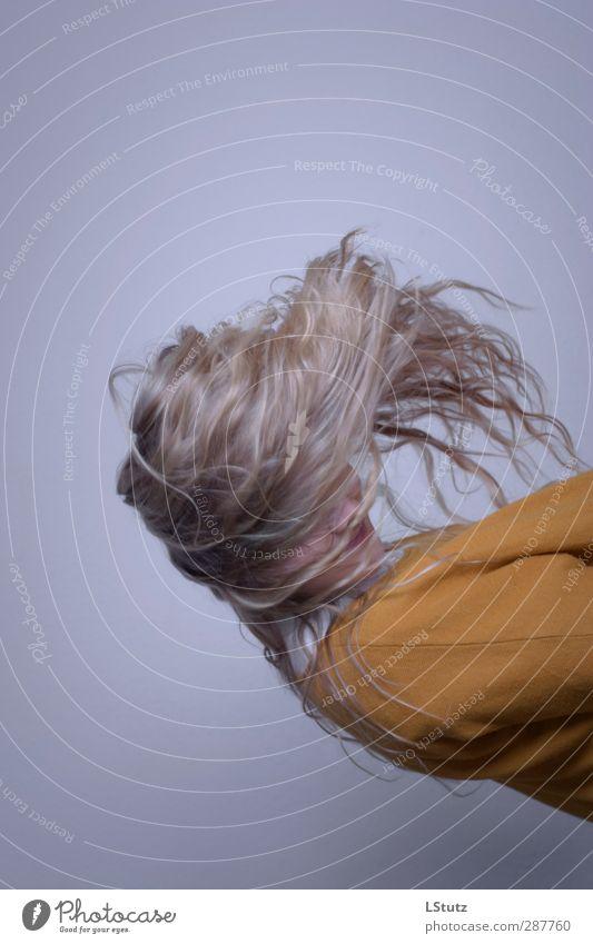 gravity a Mensch Frau Jugendliche Junge Frau 18-30 Jahre Erwachsene gelb Leben feminin außergewöhnlich Haare & Frisuren orange wild 13-18 Jahre blond ästhetisch