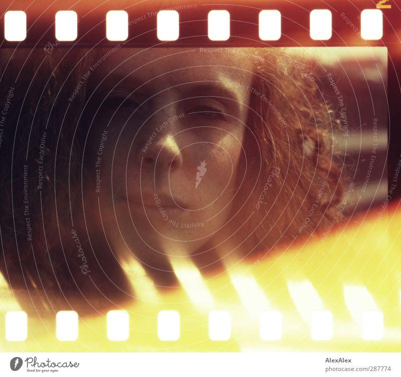 pass auf, da is n film drin! Junge Frau Jugendliche Kopf Haare & Frisuren 18-30 Jahre Erwachsene rothaarig langhaarig Locken Blick authentisch außergewöhnlich