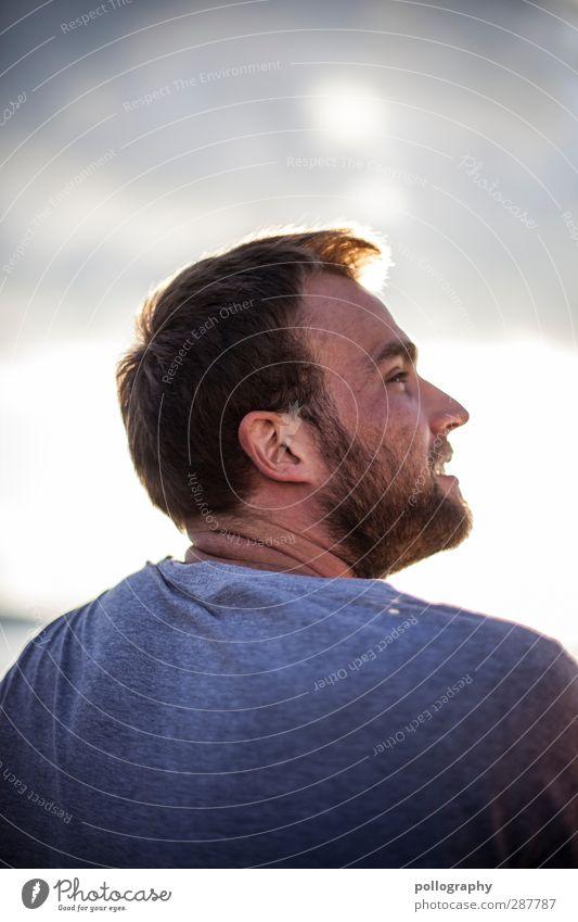 shiny Mensch maskulin Junger Mann Jugendliche Erwachsene Leben 1 18-30 Jahre Himmel Wolken Sommer Schönes Wetter T-Shirt Bart Vollbart Behaarung Gefühle