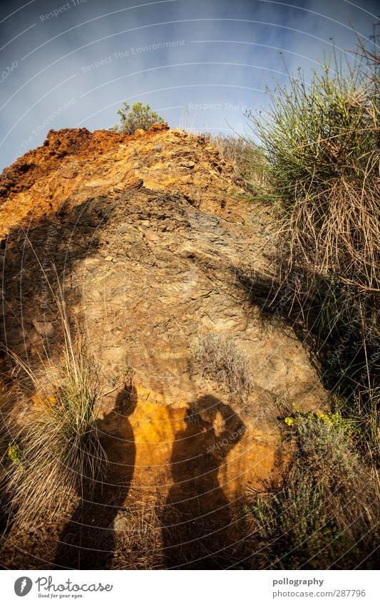 Eiserner Hut & begeisternde Geologen Mensch 2 Umwelt Natur Landschaft Pflanze Erde Sand Himmel Wolken Sommer Schönes Wetter Gras Sträucher Felsen