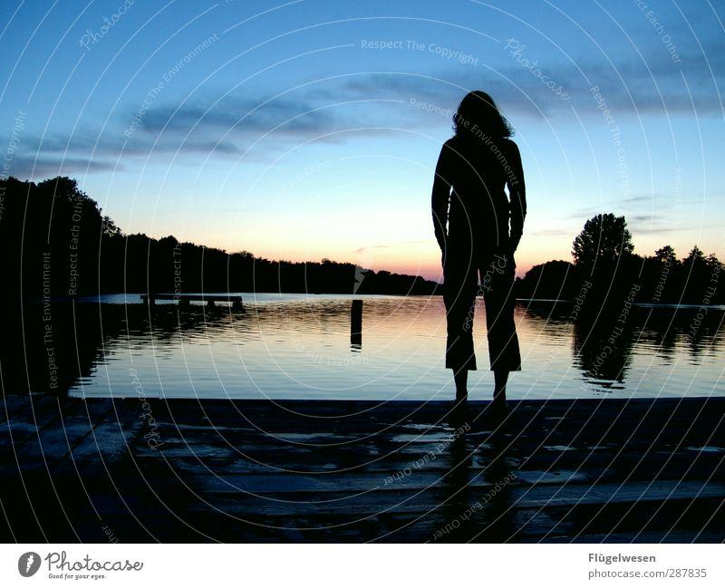 Ich bleibe wach bis... Mensch Jugendliche Wasser Junge Frau Einsamkeit 18-30 Jahre Erwachsene Gefühle feminin Lifestyle Party Freizeit & Hobby Musik Tanzen genießen bedrohlich