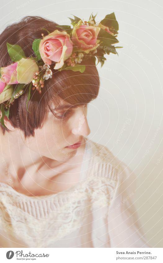 z.art. feminin Junge Frau Jugendliche Haut Kopf Gesicht 1 Mensch 18-30 Jahre Erwachsene Blume Rose Blatt Blüte Mode Accessoire Schmuck Kopfbedeckung