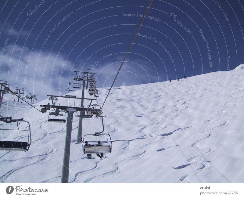 Tiefschneespuren Himmel Sonne Wolken Schnee Sport Skifahren Spuren aufwärts Skigebiet Österreich Winterurlaub Skilift Sesselbahn Snowboarding Ischgl