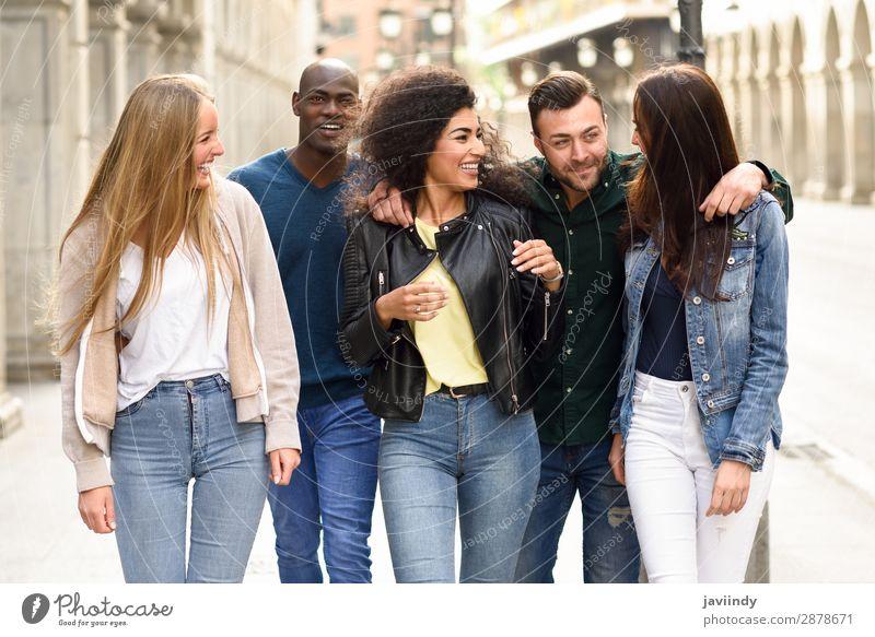 Gruppe von Freunden, die gemeinsam Spaß im Freien haben. Lifestyle Freude Glück schön Sommer Mensch maskulin feminin Junge Frau Jugendliche Junger Mann