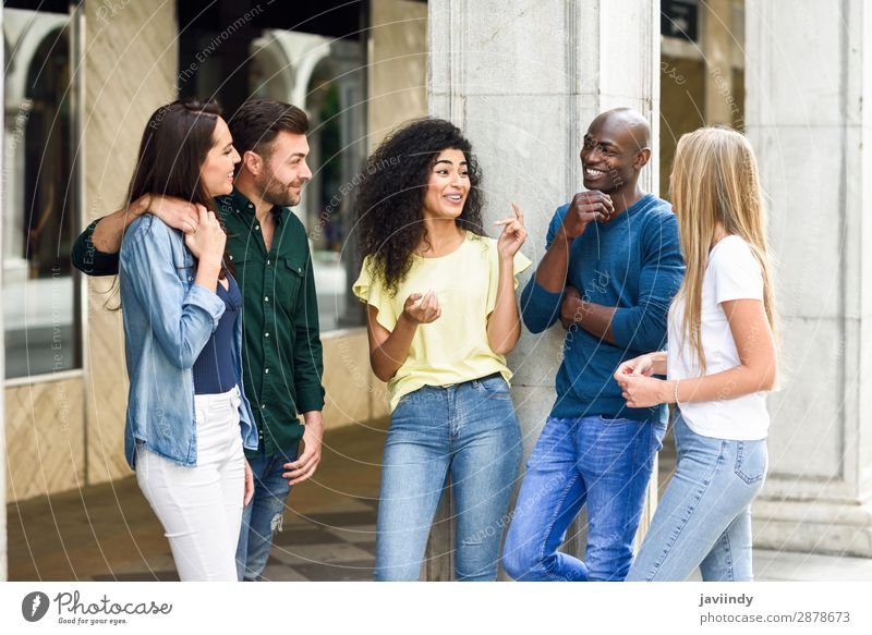 Multi-ethnische Gruppe von Freunden, die Spaß an der Natur haben. Lifestyle Freude Glück schön Sommer Mensch maskulin feminin Junge Frau Jugendliche Junger Mann