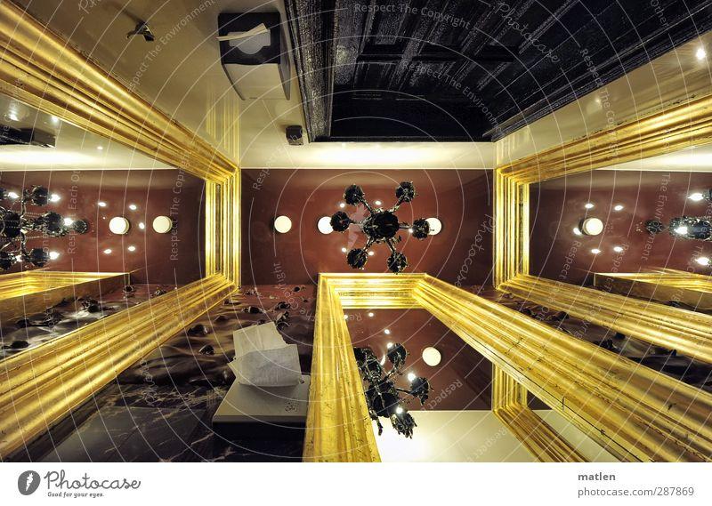 Pecunia non olet Gold braun schwarz Toilette Kronleuchter Spiegel Papierhalter Autotür Marmor Haken protzig Farbfoto Innenaufnahme Menschenleer