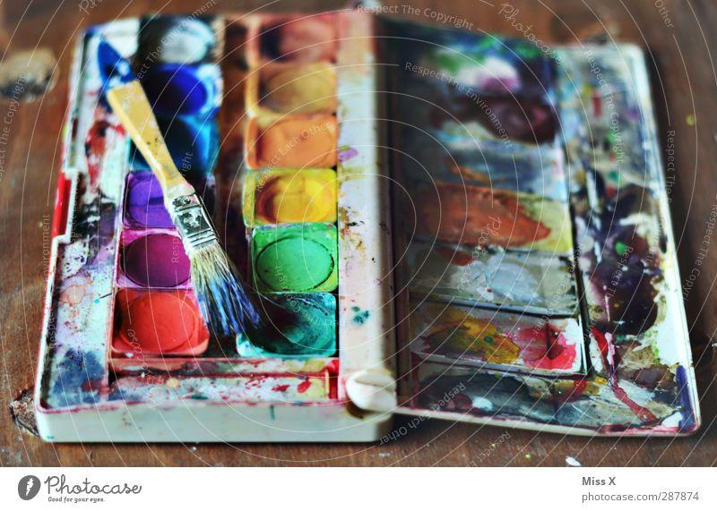 gebraucht abzugeben Kunst alt dreckig mehrfarbig Farbe Kreativität Pinsel malen Farbkasten Farbstoff Farbenspiel Farbfoto Innenaufnahme Nahaufnahme Menschenleer