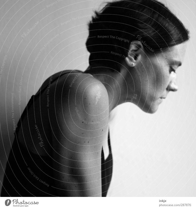 Self | 888 Junge Frau Jugendliche Erwachsene Leben Gesicht Frauenoberkörper Frauenportrait 1 Mensch 30-45 Jahre Denken Blick träumen Traurigkeit schön Gefühle