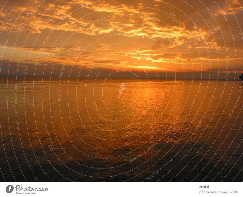 Sonnensinkung Wasser Wolken See Horizont Romantik Ederstausee