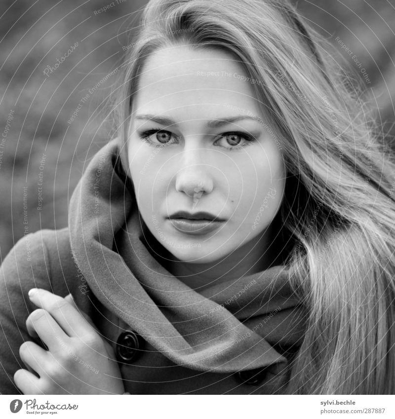 wonderful girl schön Mensch feminin Junge Frau Jugendliche Leben 1 18-30 Jahre Erwachsene schlechtes Wetter Wind Mode Bekleidung Jacke blond langhaarig
