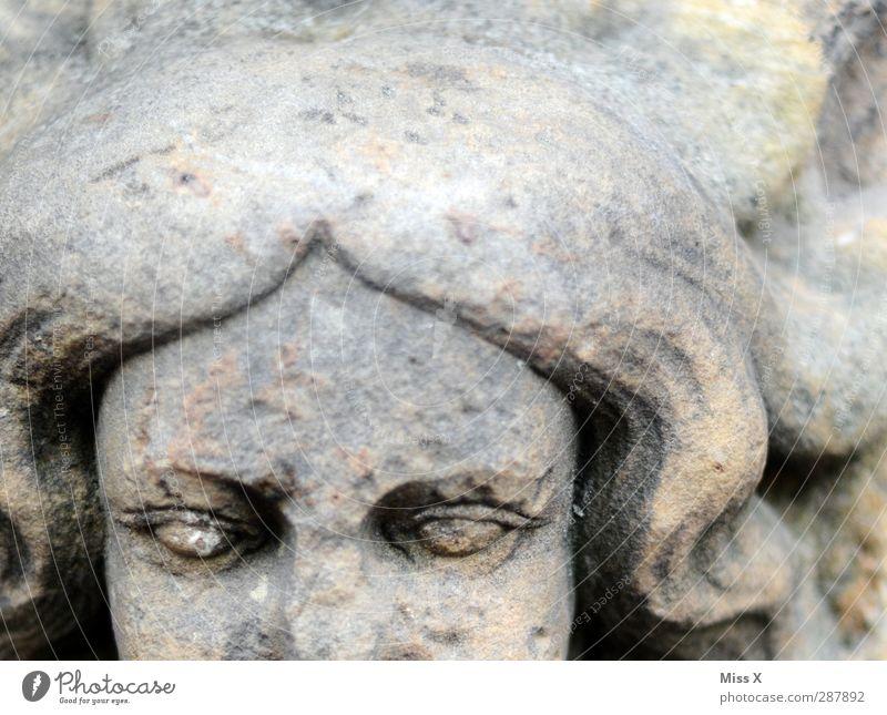 Steinmaid Mensch Kopf Gesicht 1 Kunst Skulptur alt historisch grau Verfall Vergänglichkeit Figur Statue Auge Schwarzweißfoto Gedeckte Farben Nahaufnahme