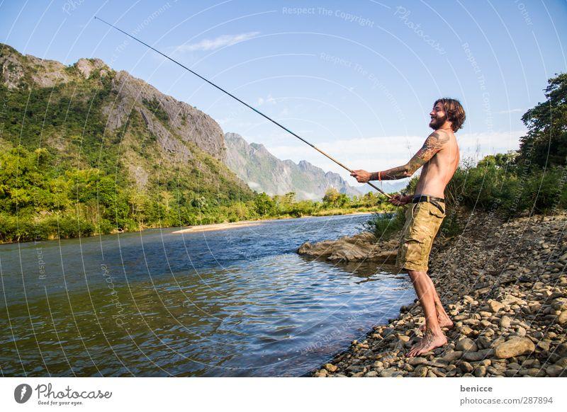 Fisherman Mann Mensch Junger Mann Fischer Angeln Angelrute Fluss See Seeufer Flussufer Einsiedler Bart Vollbart Europäer Kaukasier Lächeln Wasser Sommer