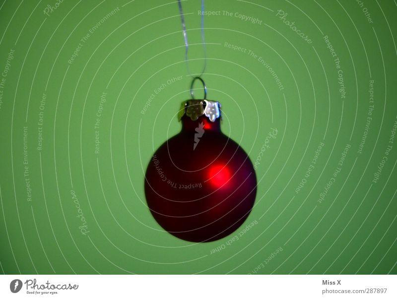 Einfach Weihnachten & Advent glänzend rot Dekoration & Verzierung Weihnachtsdekoration Christbaumkugel Baumschmuck Kugel rund Farbfoto mehrfarbig Nahaufnahme