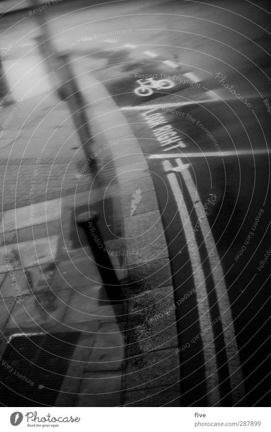 Dublin Look Right Stadt Straße kalt Wege & Pfade Fahrrad Verkehr Schriftzeichen Fahrradfahren Pfeil Verkehrswege Stadtzentrum Personenverkehr Fußgänger Verkehrsmittel Beschriftung Berufsverkehr