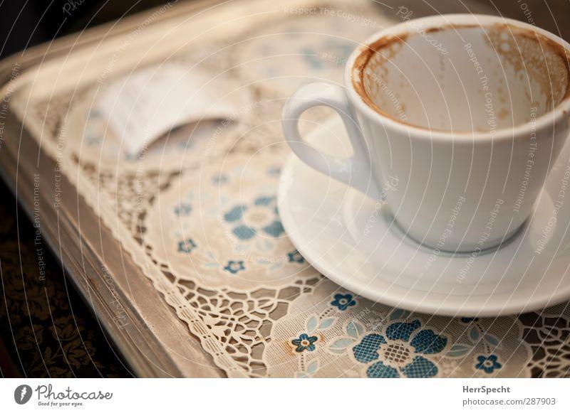 La pausa è finita Getränk Kaffee Teller Tasse trinken blau grau weiß Kaffeepause Kaffeetasse Kaffeetrinken leer Quittung Tablett Decke Cappuccino Porzellan