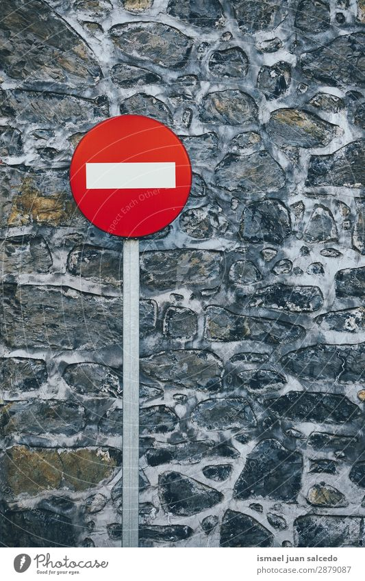 Ampel auf der Straße Verkehrsgebot Signal Hinweisschild Großstadt Verkehrszeichen Verkehrsschild Zeichen Symbole & Metaphern Weg Vorsicht Beratung Sicherheit