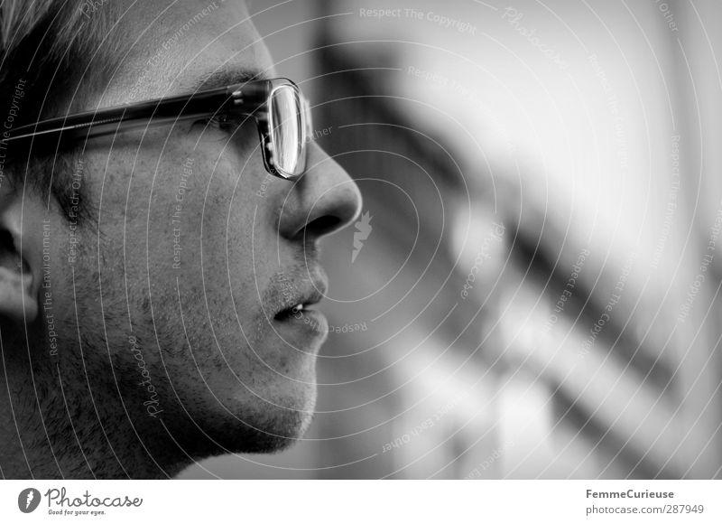 ImBlick. Stil maskulin Junger Mann Jugendliche Erwachsene 1 Mensch 18-30 Jahre Entschlossenheit Selbstständigkeit Stolz Stadt Profil selbstbewußt Mode Brille