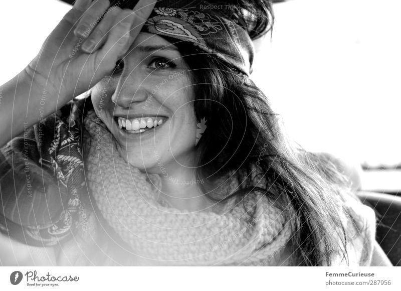 High5! Lifestyle Stil Freude schön feminin Junge Frau Jugendliche Erwachsene Kopf Haare & Frisuren Gesicht Zähne 1 Mensch 18-30 Jahre Stadt Mode Accessoire Tuch
