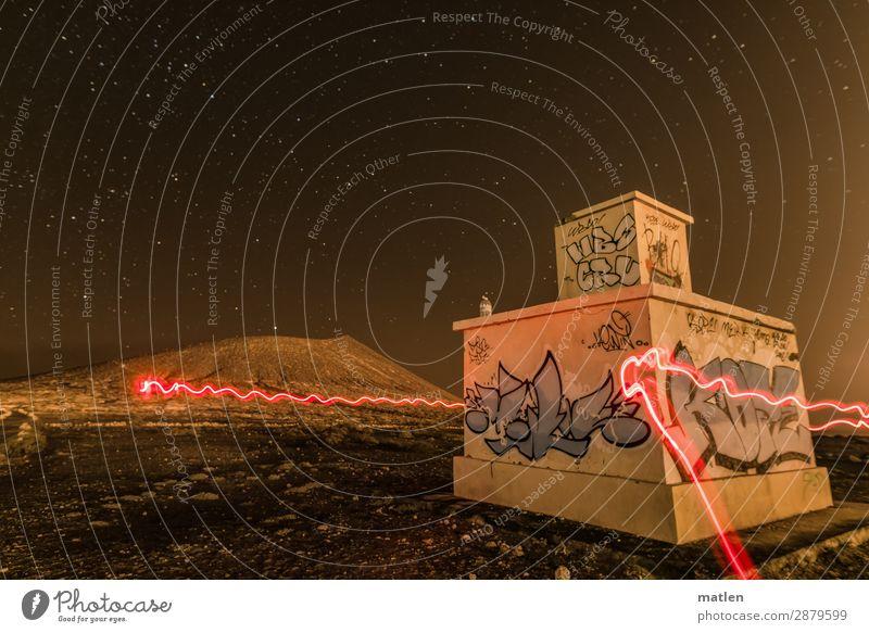 Unter Sternen Landschaft Himmel Wolkenloser Himmel Nachthimmel Horizont Frühling Schönes Wetter Felsen Gipfel Vulkan Wüste Hütte Industrieanlage Mauer Wand
