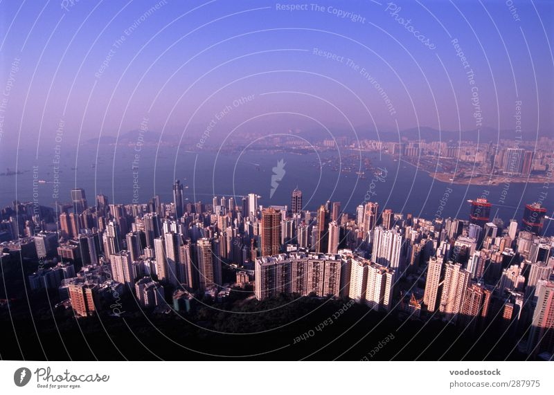 Himmel blau Stadt Gebäude Erde modern Hochhaus viele Aussicht Hafen Skyline China Durchblick Hongkong bevölkert überbevölkert