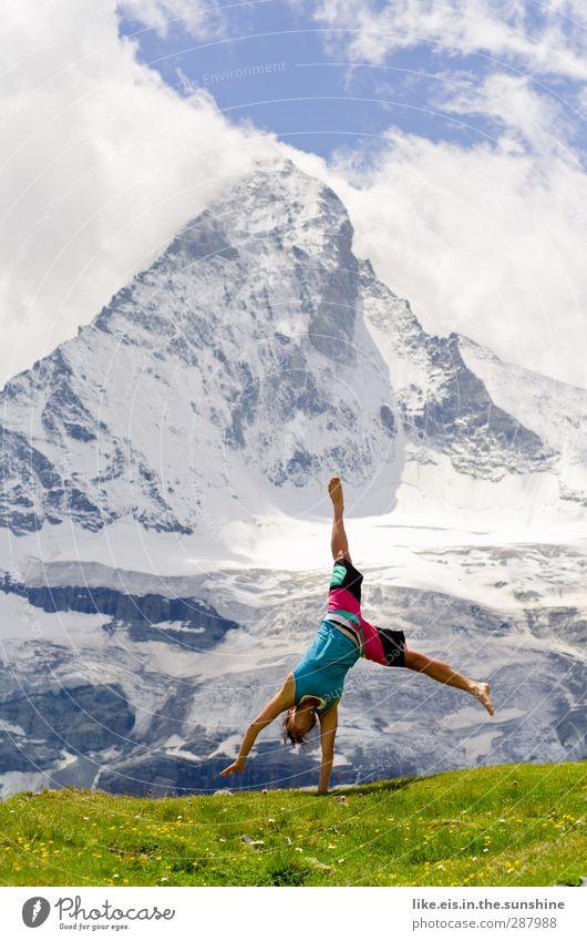 no matter what! Frau Natur Jugendliche Ferien & Urlaub & Reisen Landschaft Erholung Erwachsene Ferne Berge u. Gebirge Leben feminin Sport Gras Freiheit