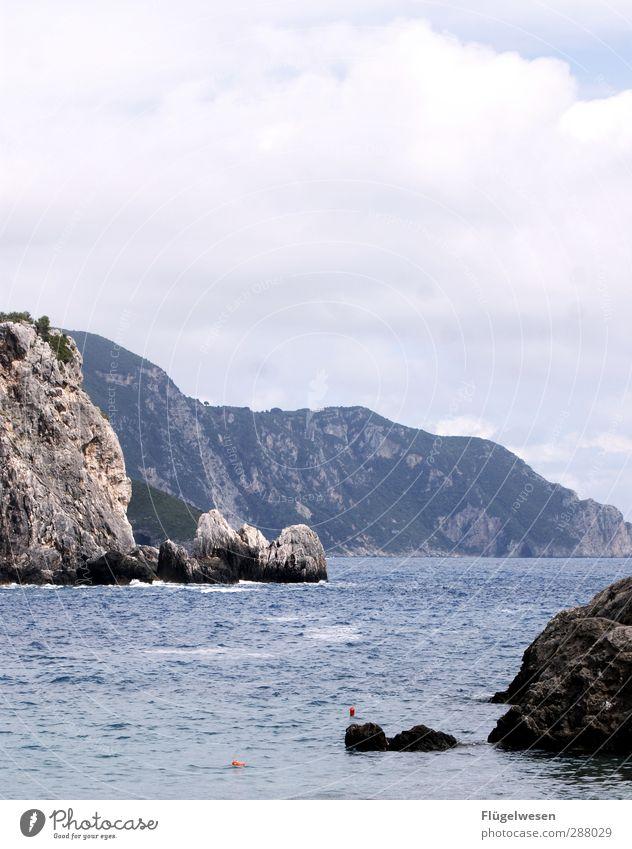 Robinson wartet auf Freitag Natur Sommer Meer Strand Landschaft Umwelt Berge u. Gebirge Schwimmen & Baden Felsen Wetter Wellen Klima wandern Insel