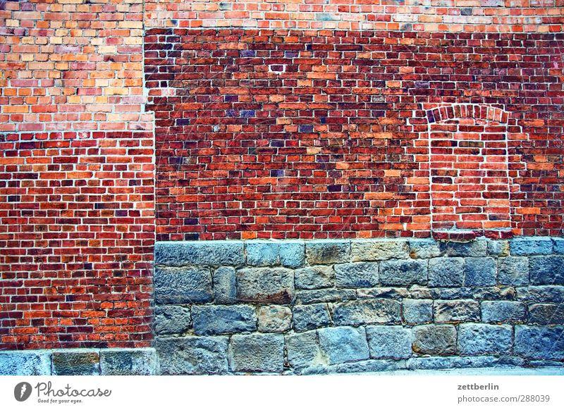 Wand Arbeit & Erwerbstätigkeit Beruf Handwerker Wirtschaft Industrie Baustelle Stadt Menschenleer Haus Bauwerk Gebäude Architektur Mauer Fenster alt Fassade