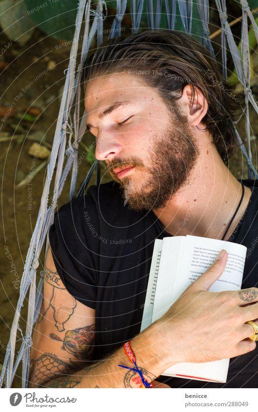 Einschlaflektüre Mann Mensch Hängematte Buch lesen Ferien & Urlaub & Reisen Jugendliche Junger Mann Roman Printmedien Erholung schlafen Bart Vollbart Europäer