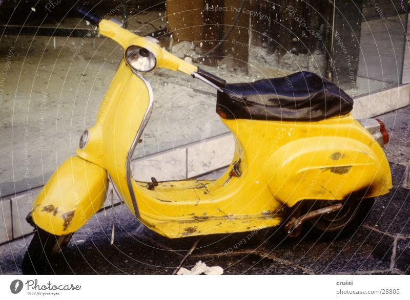 Rostlaube gelb Verkehr Kleinmotorrad Fünfziger Jahre