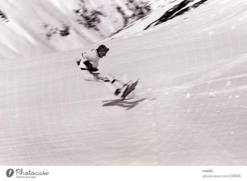 Sturz Teil2 Tiefschnee Winterurlaub Snowboard St. Jakob Österreich Sport Schnee Schwarzweißfoto Risiko gefährlich 1 rückwärts Missgeschick aufschlagen