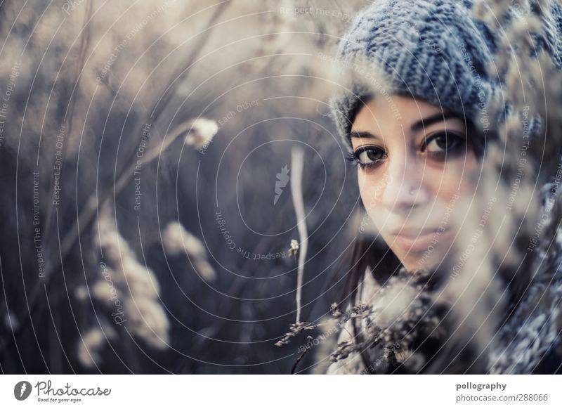 400 | hide Mensch feminin Leben Körper 1 18-30 Jahre Jugendliche Erwachsene Natur Landschaft Pflanze Sommer Schönes Wetter Sträucher Blüte Feld Schal Mütze