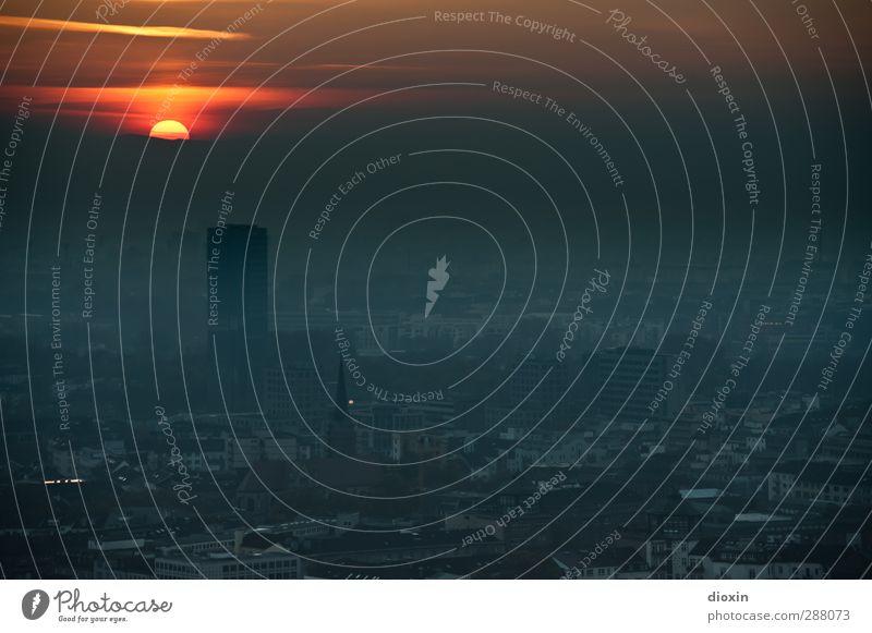 der Tag geht... Landschaft Himmel Wolken Sonne Sonnenaufgang Sonnenuntergang Sonnenlicht Wetter Rheinebene Mannheim Ludwigshafen Stadt Haus Hochhaus Gebäude