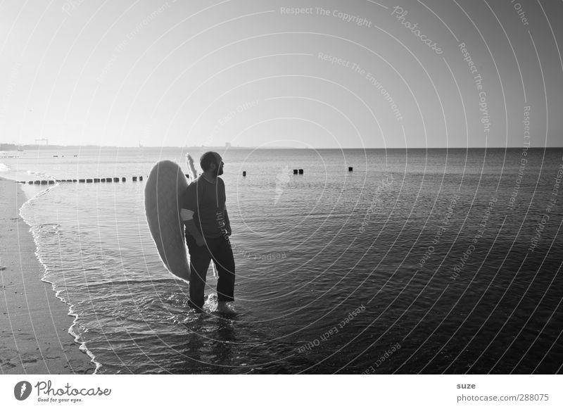 Engel Freiheit Strand Meer Mensch maskulin Mann Erwachsene 1 18-30 Jahre Jugendliche Wasser Horizont Küste Ostsee Flügel außergewöhnlich Hoffnung Glaube