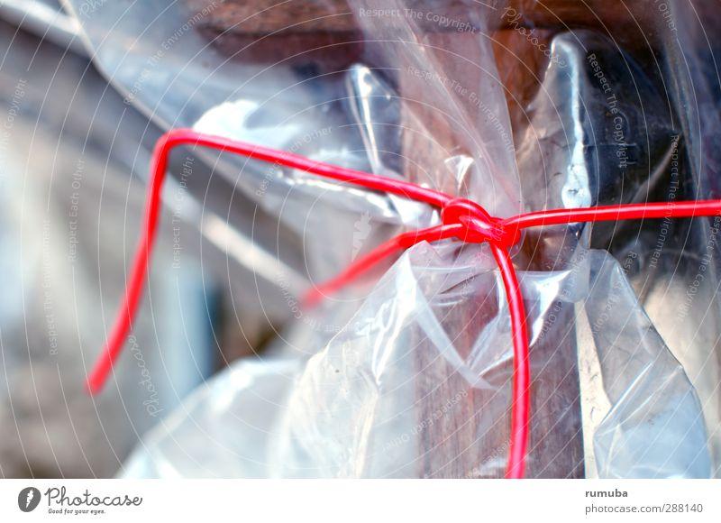 Verpackt rot grau Seil Sicherheit Schnur Kunststoff Terrasse Verpackung Knoten Schleife Hülle Befestigung Entschlossenheit Absicherung Folie winterfest