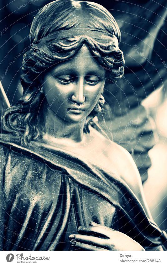 Abschied Engel blau schwarz Glaube demütig Traurigkeit Tod Schmerz Trauer Menschenleer
