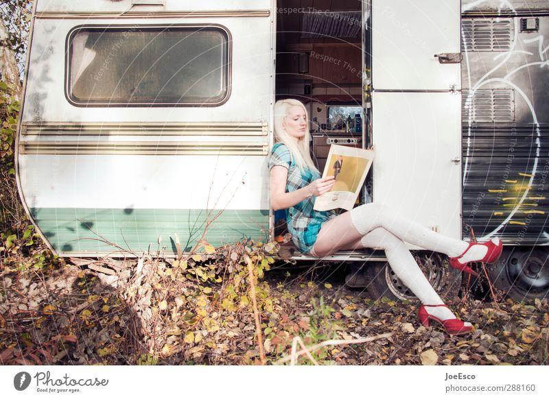 #245417 Stil Freizeit & Hobby Ferien & Urlaub & Reisen Tourismus Häusliches Leben lernen Frau Erwachsene Mensch Mode Kleid Strümpfe Damenschuhe blond Erholung