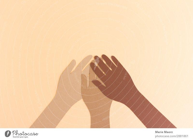 Gemeinsam Erfolg Team Arme Hand 3 Mensch festhalten frei Zusammensein gut positiv Tugend Tatkraft Vertrauen Sicherheit Einigkeit friedlich Menschlichkeit