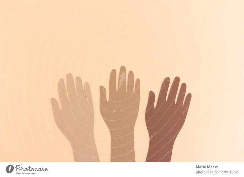 Hände verschiedener Hautfarben Hand Kommunizieren Zusammensein Mut Sicherheit Schutz Geborgenheit Menschlichkeit Solidarität Hilfsbereitschaft Verantwortung